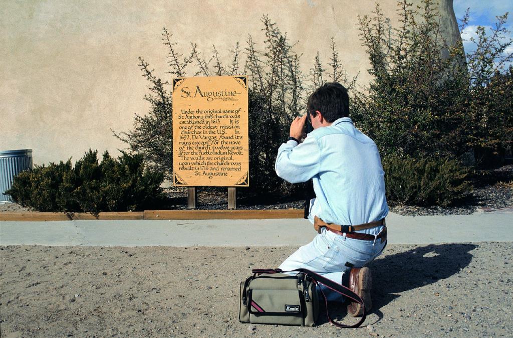 Javier Sierra en la Misión de San Agustín (Nuevo México)