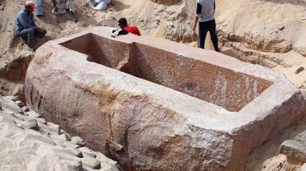 Sarcófago de cuarcita del rey Sobekhotep I