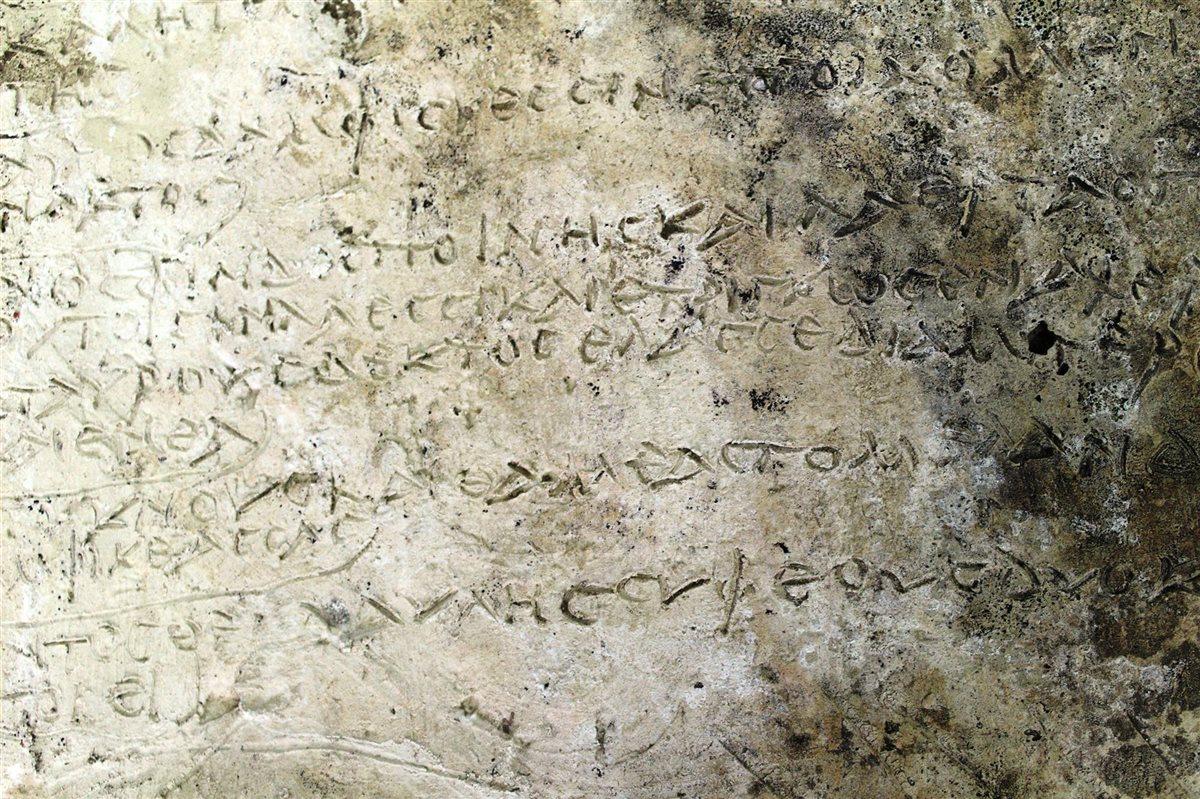 Hallan una placa de arcilla en Olimpia con 13 versos de la 'Odisea' de Homero