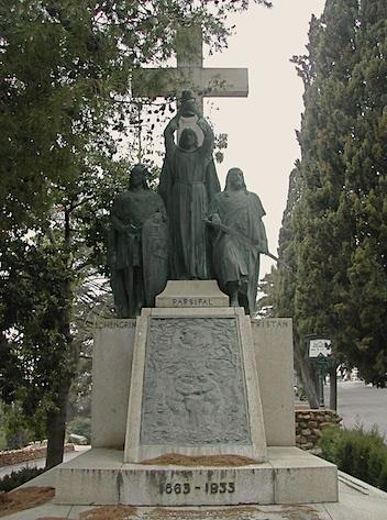 Sepulcro del tenor Francesc Viñas, en el cementerio de Montjuic (Barcelona)